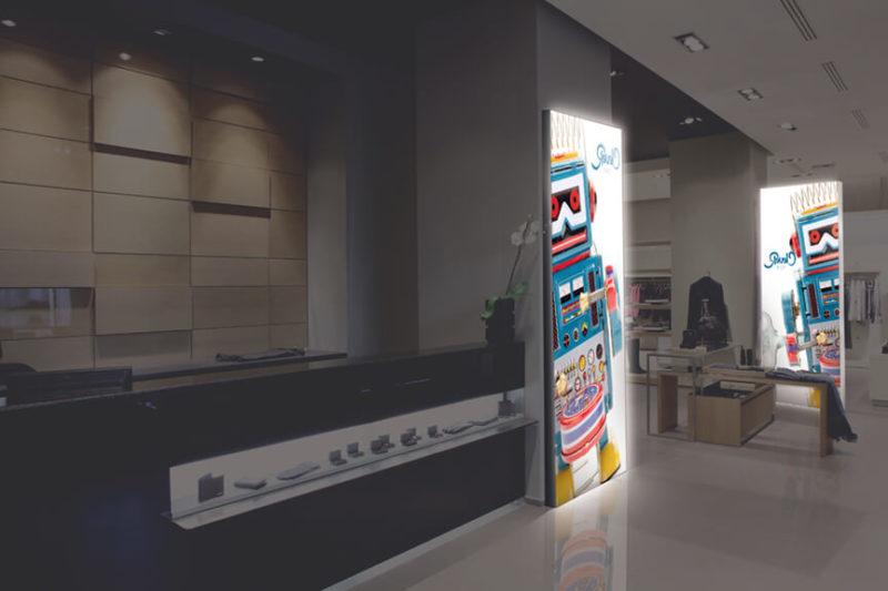 caissons lumineux en situation dans un point de vente